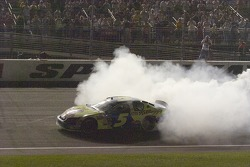 Kyle Busch celebrates his victory