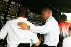 Dietrich Mateschitz congratulates Ron Dennis for the pole position
