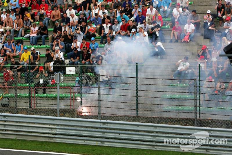 Fuegos artificiales en las tribunas