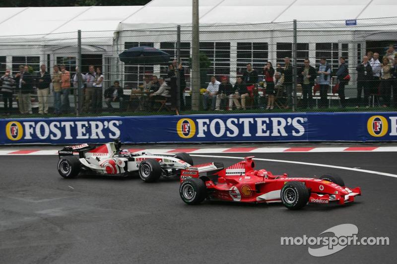 Michael Schumacher y Takuma Sato choque