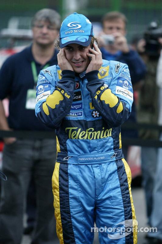 El campeón del mundo 2005, Fernando Alonso, llama a casa