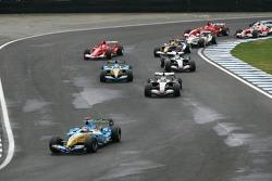 Start: Fernando Alonso leads Juan Pablo Montoya
