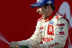 Podium: champagne for 2005 WRC champion Sébastien Loeb