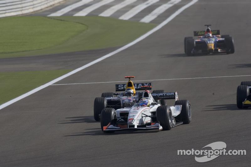 Nico Rosberg lidera a Heikki Kovalainen