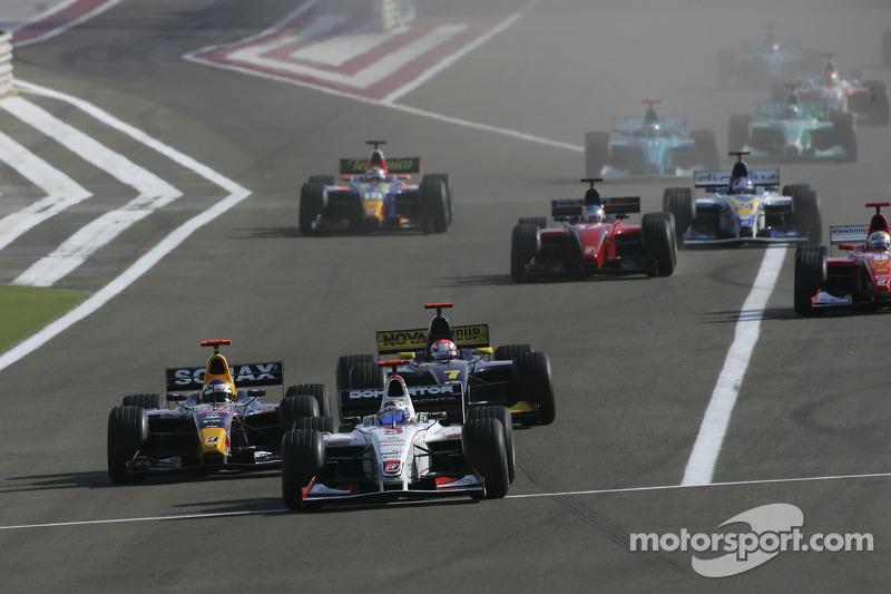 Arrancada: Nico Rosberg lidera a Heikki Kovalainen