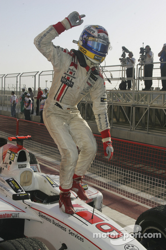 Ganador de la carrera Nico Rosberg celebra