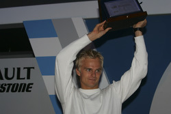 Heikki Kovalainen accepts his award for finishing second