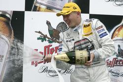 Podium: champagne for Mika Hakkinen