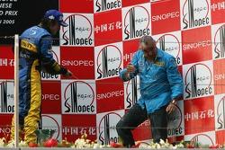 Podium: champagne for Fernando Alonso and Flavio Briatore