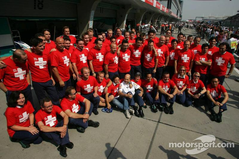 Los miembros del equipo de Sauber despiden a Peter Sauber