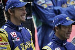 Sesion de fotos para los pilotos de Fórmula 1 2005: Jenson Button y Takuma Sato