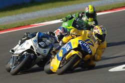 Chris Vermeulen and Makoto Tamada battle