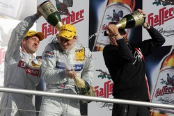 Podium: champagne for Bernd Schneider, Jamie Green and Gary Paffett