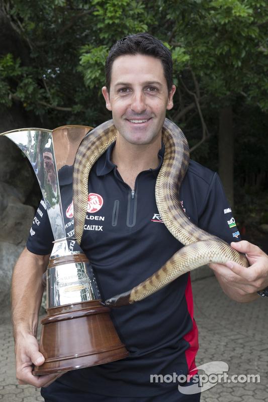 Jamie Whincup, Red Bull, Holden, mit einer Schlange