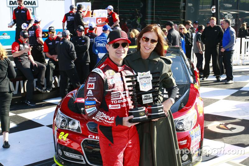 Pole-Sitter: Jeff Gordon, Hendrick Motorsports, Chevrolet, mit Frau Ingrid Vandebosch