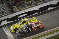 Jamie McMurray, Ganassi Racing, Chevrolet, und Matt Kenseth, Joe Gibbs Racing, Toyota