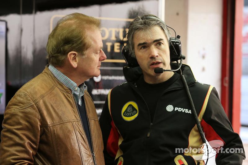 (从左到右)乔纳森·帕尔默,和尼克·切斯特,路特斯F1车队技术总监