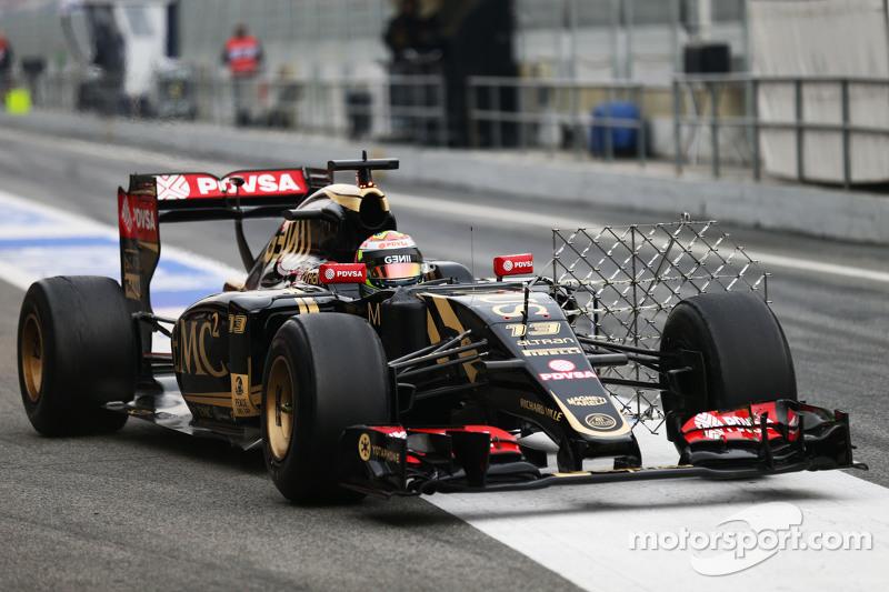 Pastor Maldonado, Lotus F1 E23 running with sensor equipment