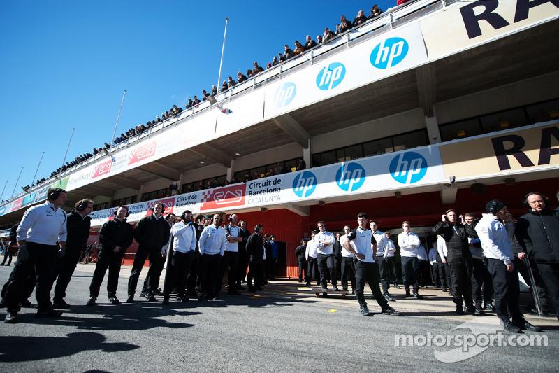McLaren чекають на McLaren MP4-30 Фернандо Алонсо , McLaren