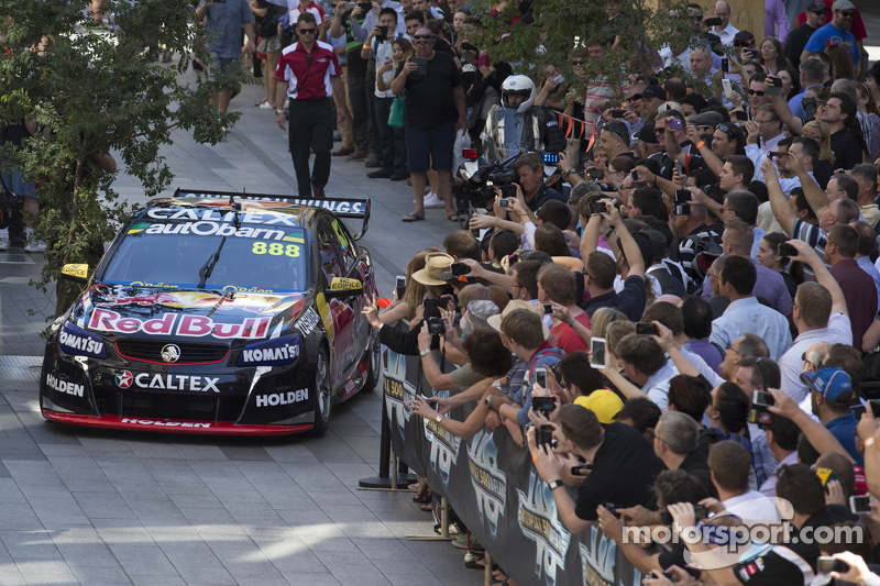 Craig Lowndes, Red Bull, Holden, fährt in Adelaide