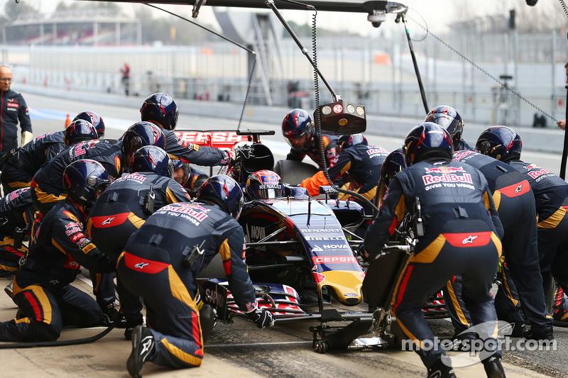 Макс Ферстаппен, Scuderia Toro Rosso STR10 практикує піт-стоп