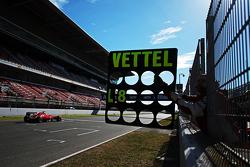 Tablero Pit para Sebastian Vettel, Ferrari SF15-T