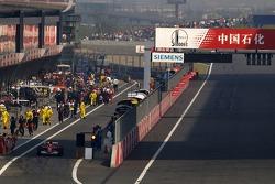 Michael Schumacher inicia desde el pitlane