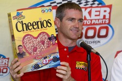 Press conference: Bobby Labonte anounces driving the #43 Cheerios car in 2006