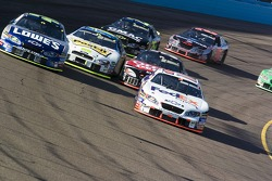 Start: Denny Hamlin and Jimmie Johnson lead the field