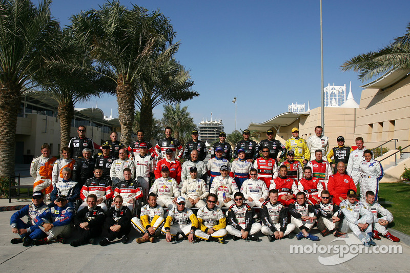 Photoshoot: family picture for the 2005 FIA-GT drivers
