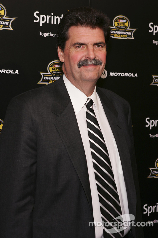 Mike Helton, le président du NASCAR, arrive à la fête du NASCAR en 2005