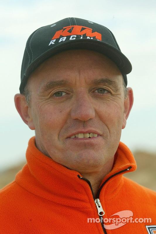Team Repsol KTM junior : le team manager Giles Salvador