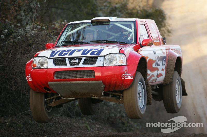 Equipe Nissan à Dessoude: Krzysztof Holowczyc et Jean-Marc Fortin essaient la Nissan Pick-Up T1