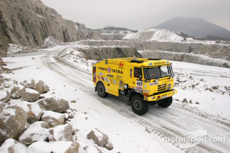 Loprais Tatra Team se tient prêt à quitter Lisbonne: Karel Loprais dans la Tatra Dakar 2006 4x4