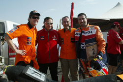 Marc Coma and Luc Alphand exchange machines at Lac Rose: Marc Coma, Dominique Serieys, Jordi Arilla and Luc Alphand