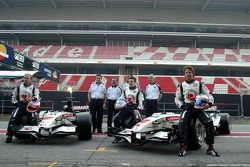 Rubens Barrichello, Anthony Davidson and Jenson Button with the new Honda Racing RA106