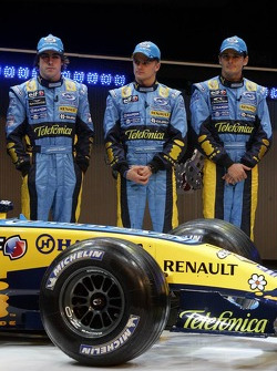 Fernando Alonso, Heikki Kovalainen and Giancarlo Fisichella with the new Renault R26