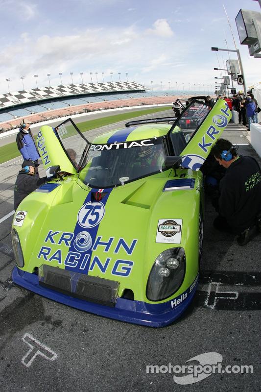 Les membres de l'équipe Krohn Racing au travail