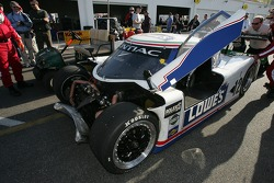 #12 Lowe's Fernandez Racing Pontiac Riley: Adrian Fernandez, Mario Haberfeld, Scott Sharp in trouble in garage area