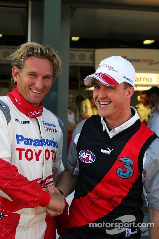 Ralf Schumacher avec le joueur de football James Hird