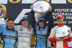 Podio: Ganador de la carrera Fernando Alonso, Segundo lugar Kimi Raikkonen y tercer lugar Ralf Schum