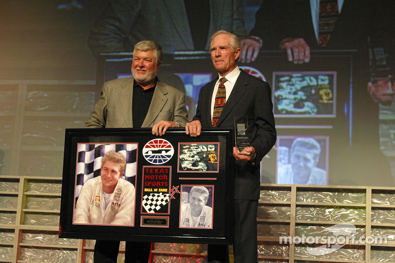 Jim Hall accepte son entrée au Hall of Fame du Texas Motor Sport