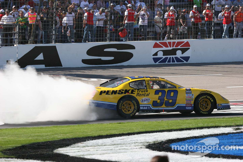 Le moteur chauffe pour Kurt Busch