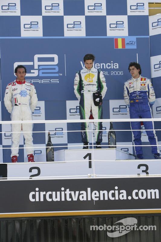 Nelson A. Piquet sur le podium avec Lewis Hamilton et Adrian Valles