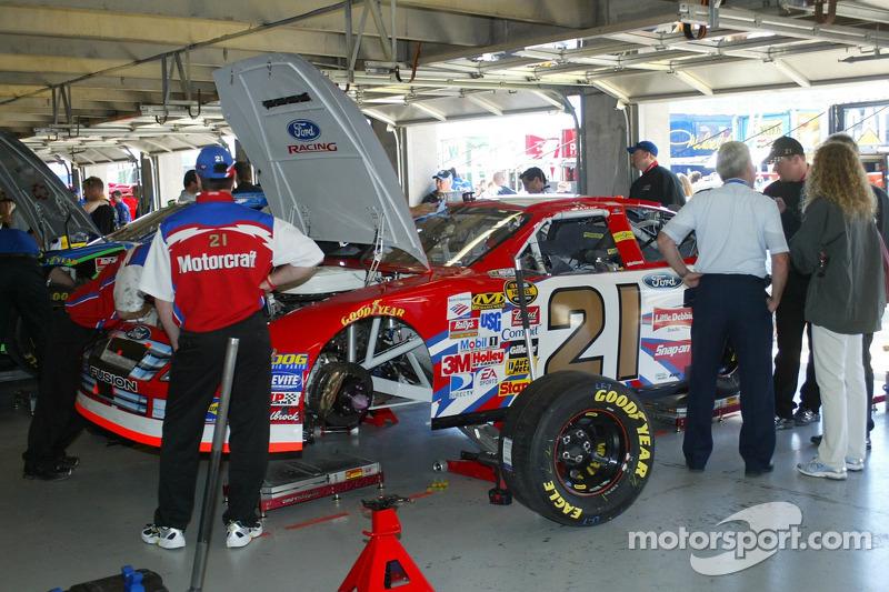 La voiture de Ken Schrader dans le garage