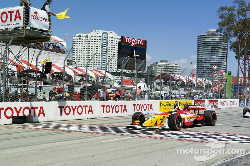 Sébastien Bourdais en drapeau jaune après l'accident dans le premier tour au premier virage