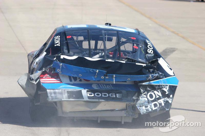 La voiture endommagée de Ryan Newman retourne dans la ligne des stands
