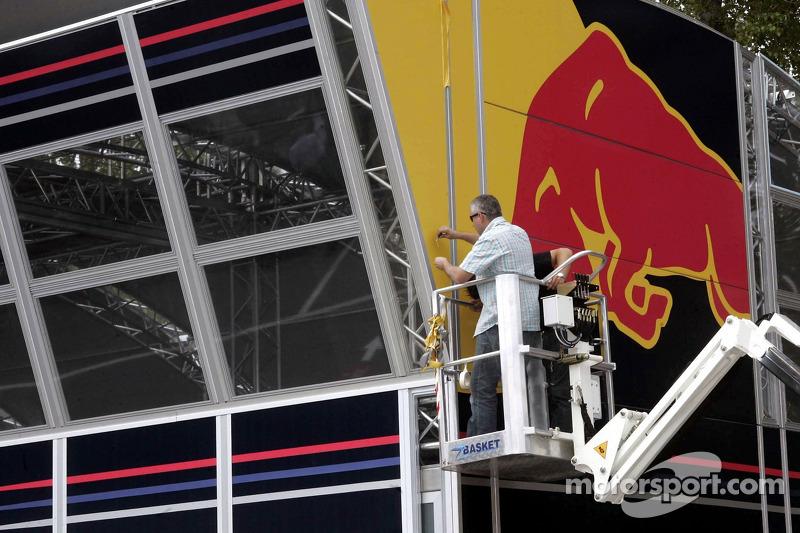 Réglage de Red Bull et garage: lundi