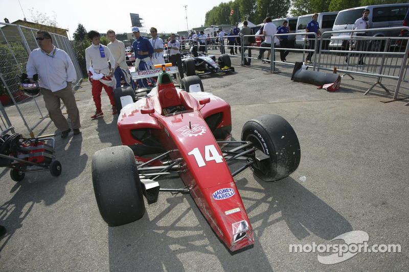 La voiture endommagée de Ferdinando Monfardini