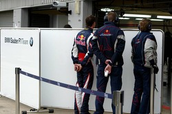 David Coulthard has a look inside the BMW Sauber F1 Team garage